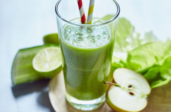 Smoothie Klassiker aus Äpfeln, Gurke und Salat