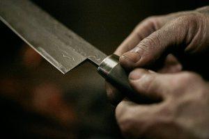 Nesmuk - Messer in der Hand