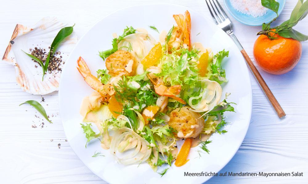 Meeresfrüchte auf Mandarinen-Salat